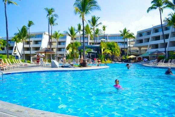 プールが人気の、ハワイ島コナにあるホテル、シェラトン・コナ・リゾート&スパ・アット・ケアウホウ・ベイ