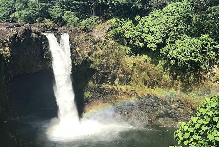 ハワイ島、レインボーフォールズ