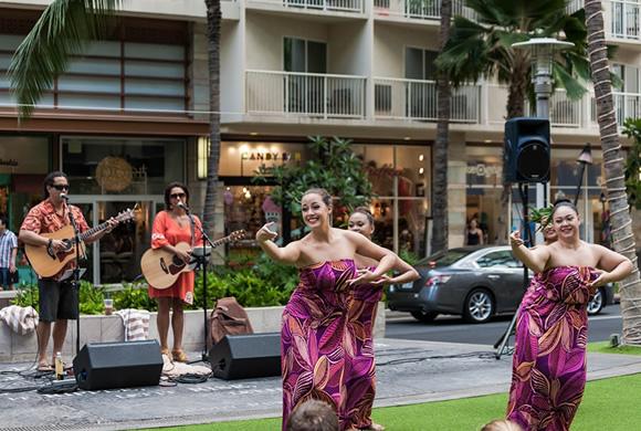 ハワイアン音楽の祭典、メレ・メイ期間中にはフラも