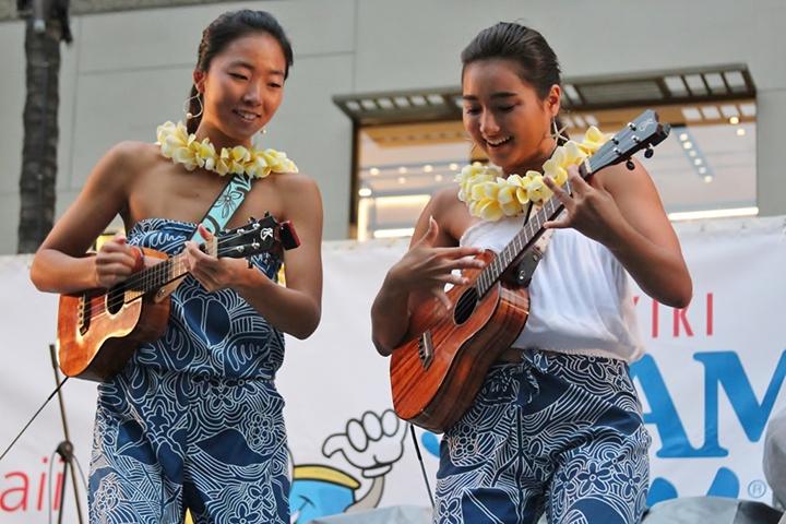 ハワイのウクレレガールズ