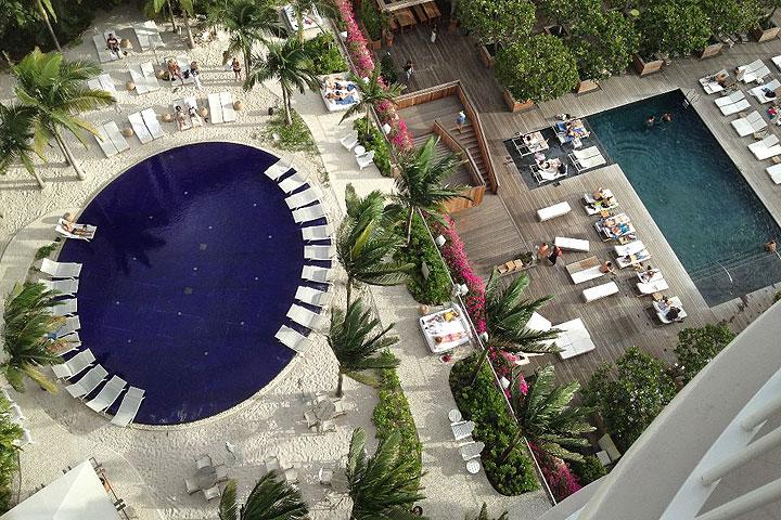 ハワイのホテルのプール