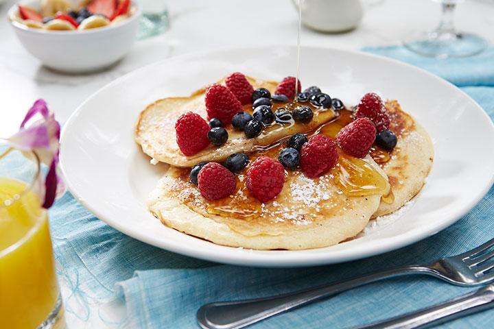 イル・ルピーノ、バターミルクパンケーキ+フルーツ