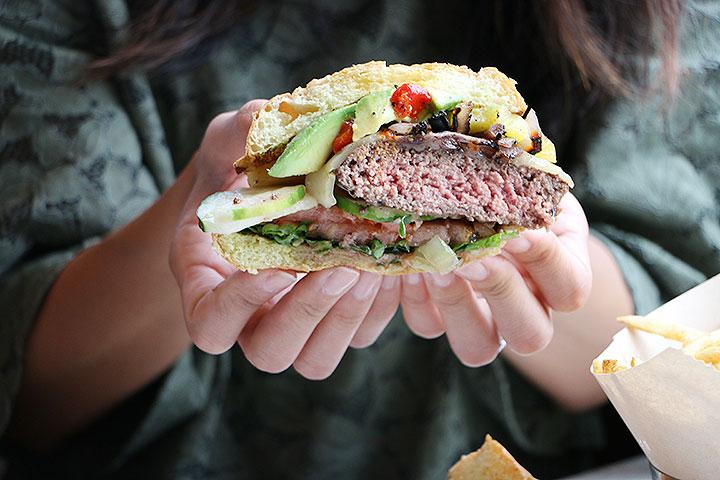 カスタムバーガー、ハワイの美味しいハンバーガー