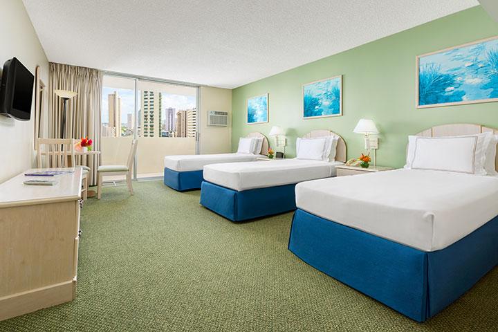 アンバサダー ホテル ワイキキ ベッド3台シティービュー