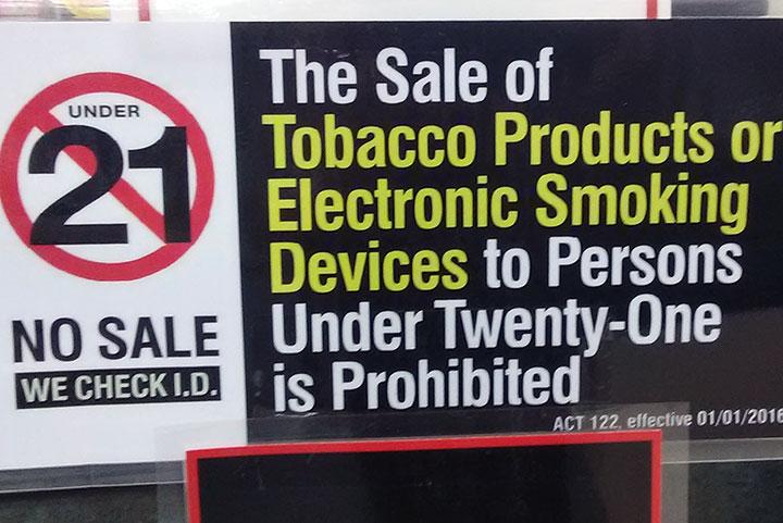 No sale under 21 タバコ販売は21才以上