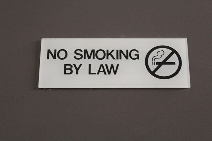 Hawaii Smoking Law 禁煙サイン