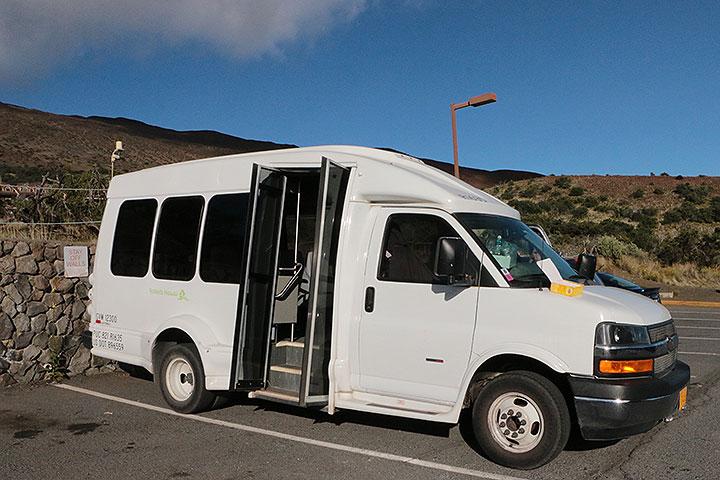 マウナケア、ロバーツのバス