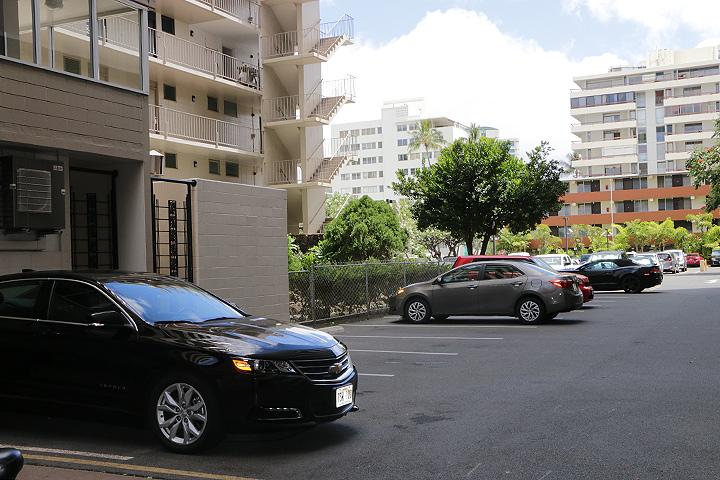 ハワイでレンタカー、安い駐車場
