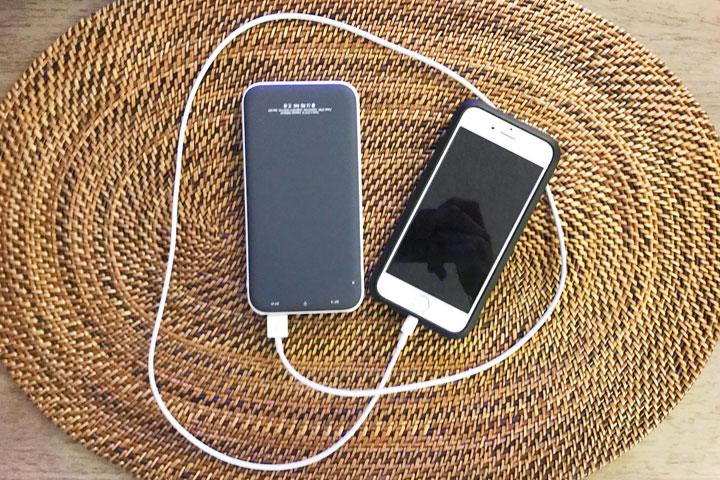 ハワイ旅行、持ち物、充電器、バッテリー
